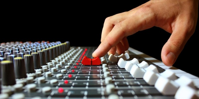 finger-on-mixer-fader-1000x576-660x330